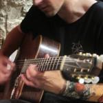 4P à la guitare